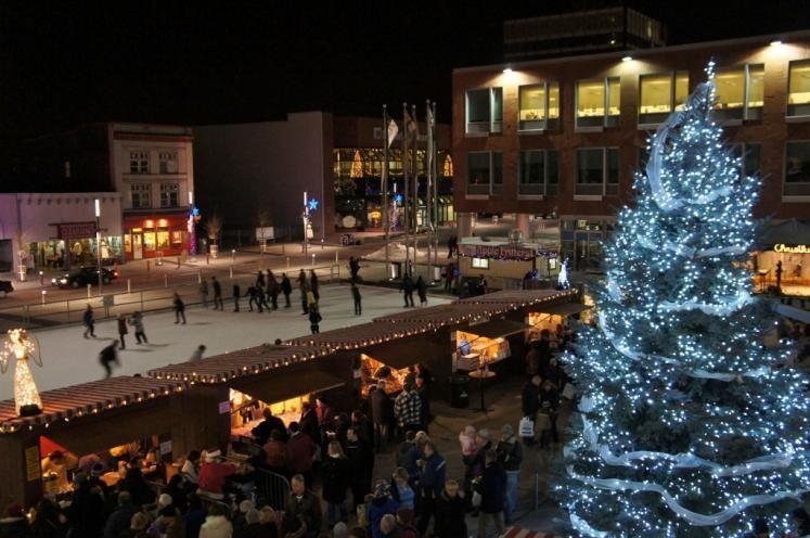 Kitchener City Hall Square during Chris Kringle Festival ...