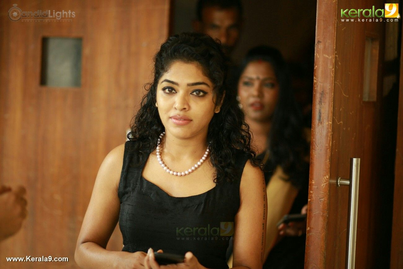 Pin By Steven King On Rima Kallingal Chain Necklace Hairstyle Cross Necklace