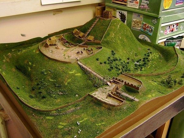 How To Make A Motte And Bailey Castle 7 Steps With Pictures Schone Gebaude Motte Burg