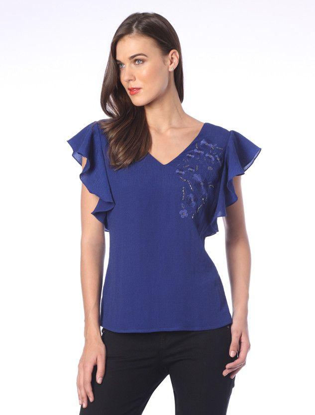 8b2fd3565 Blusa azul rey sin mangas con escarolas y bordado al frente