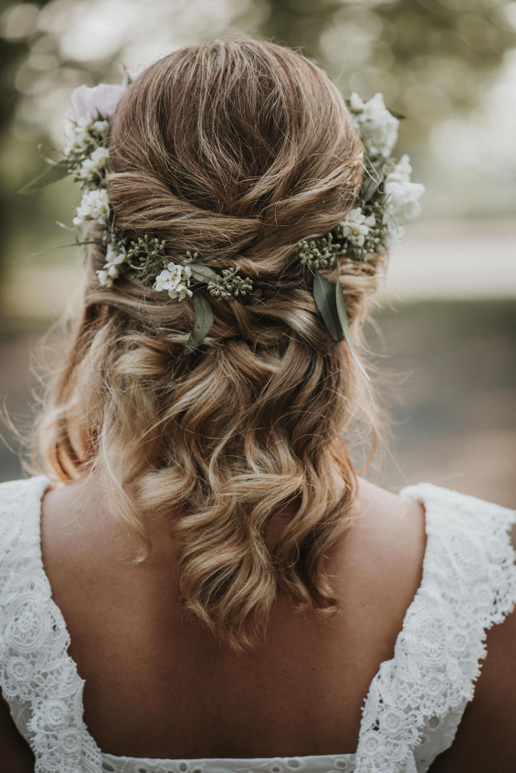 Intimate Ottawa Elopement Cindy Lottes Photography Wedding Hairstyles With Crown Flower Crown Hairstyle Wedding Hairstyles