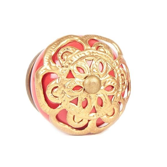 Traditional ceramic knob in red with a golden mesh