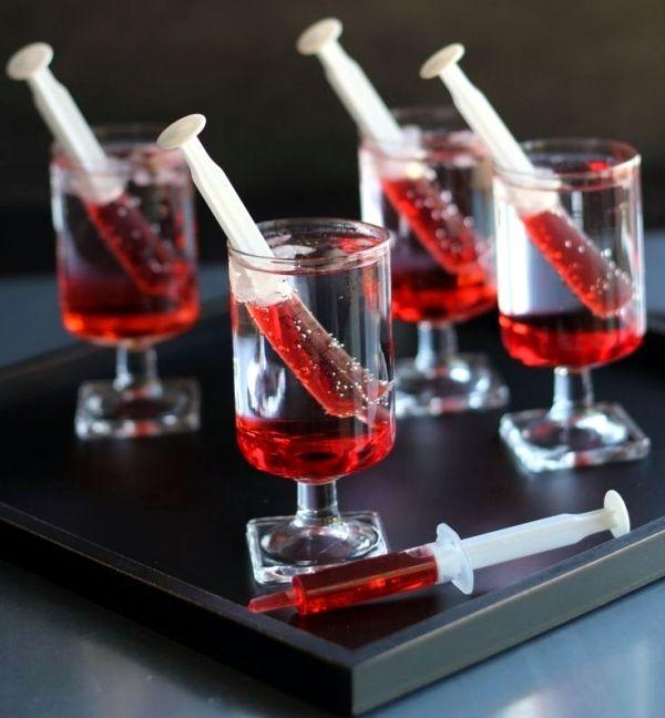 Nette Idee für ein Halloween Party. Getränke mal anders serviert ...
