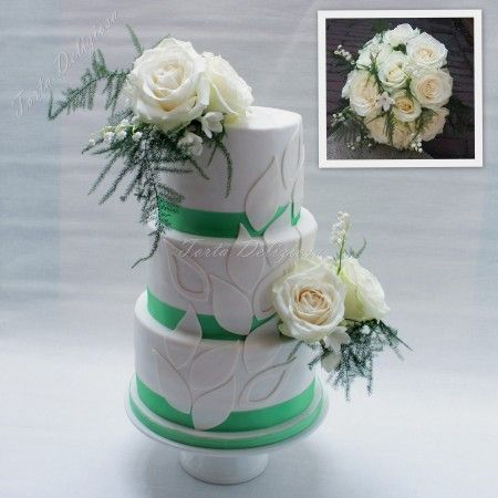 Wedding cake fresh flowers teardrop decorations