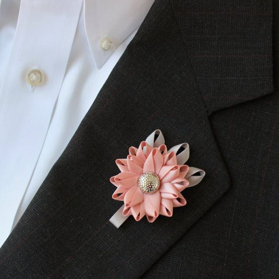 Lapel flowers for men. http://buff.ly/2bgXZ2h #etsymntt #etsy #dresslikeagentleman #dapper #men #mensfashion