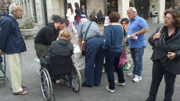 Interroghiamo Marino: tavolo raccolta firme a Ostia su canili e caccia