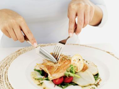 Do you stab or scoop with your fork? Americans tend to scoop up food, which can promote mindless eating; British people, on the other hand, keep their forks turned down and stab food to pick it up. Another utensil trick: Pick smaller ones. A baby spoon or shrimp fork will slow down your eating pace and help you take smaller bites.