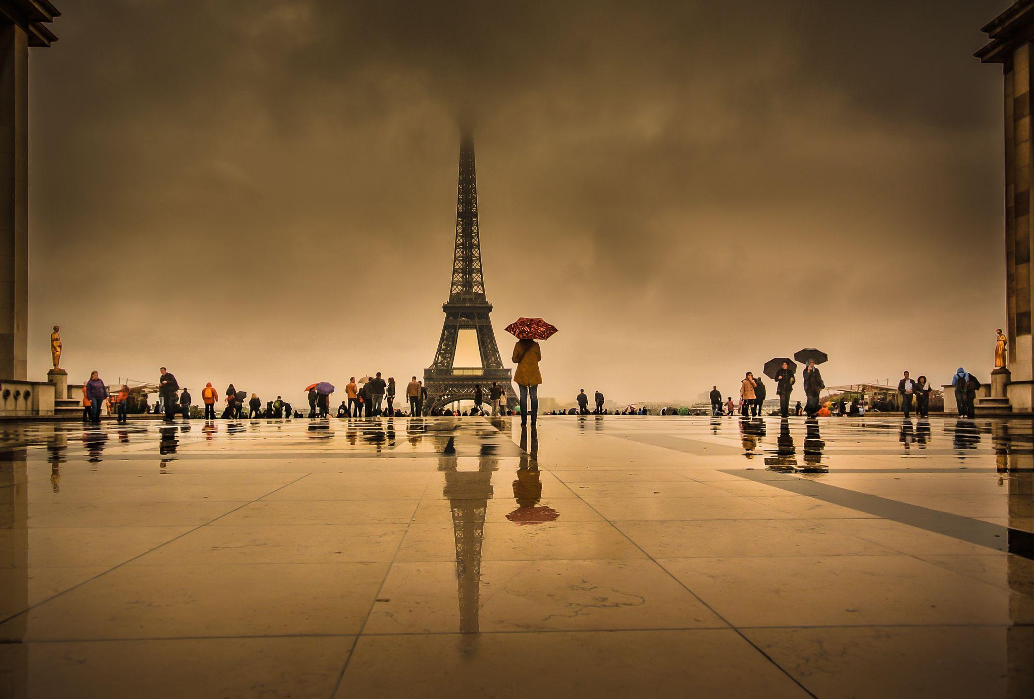 Photo Paris in rain by Takeshi Ishizaki on 500px