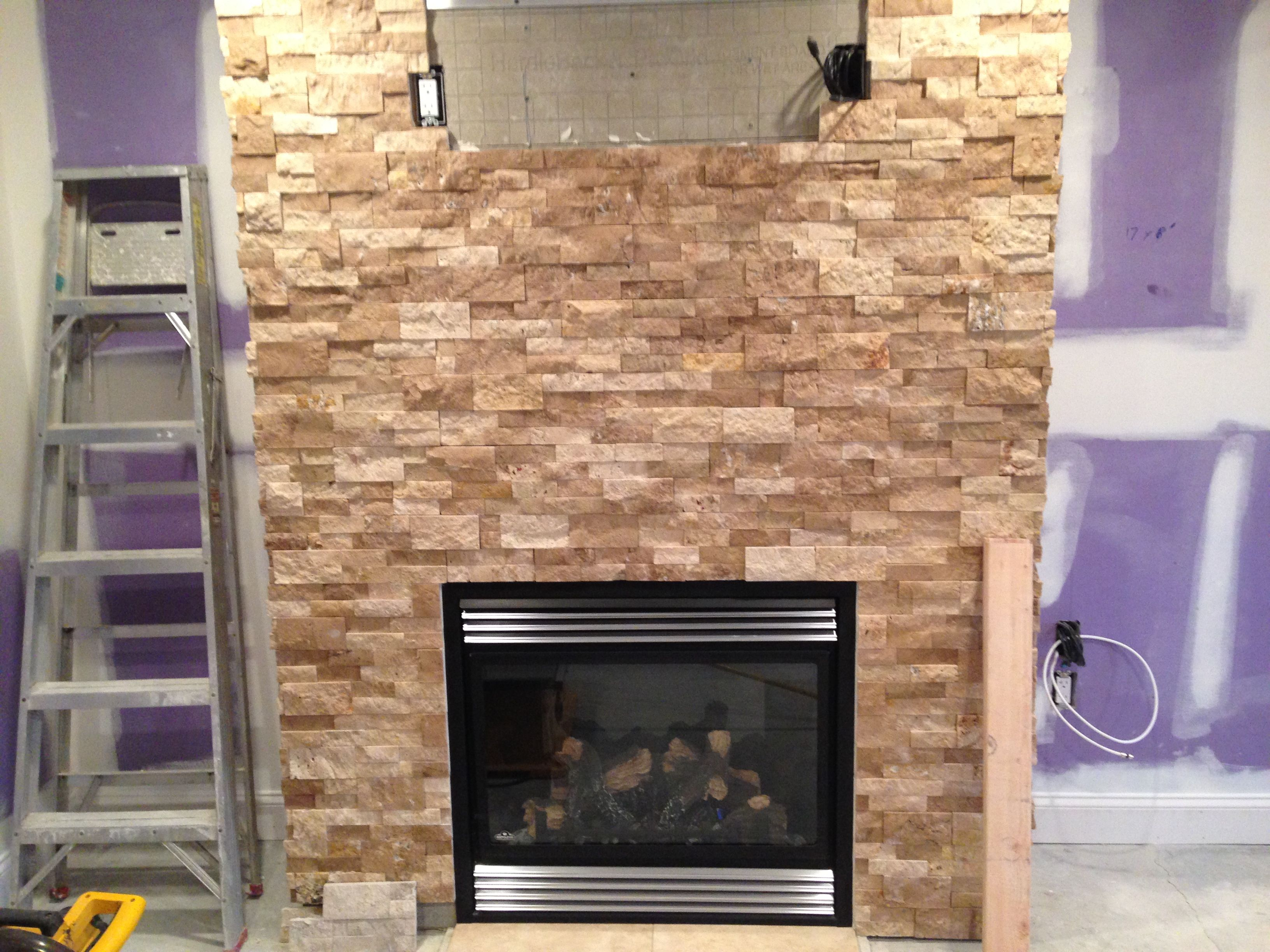 Wundervoll Roman Beige Ledger Stone Accent Wall And Fireplace Surround. Brown  Travertine Ledger Stone With Rust