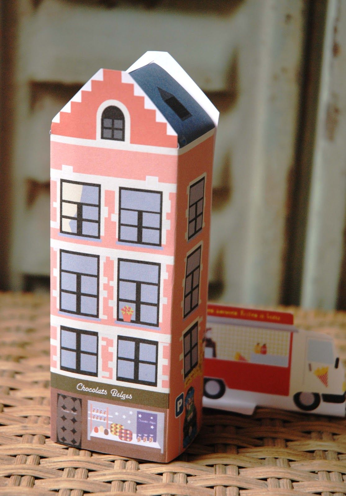 Hello June: DIY Kids : mon petit building BRUXELLES  Bruxelles Paper building