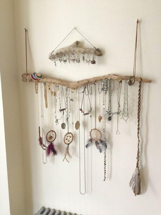 comment ranger ses sautoirs des crochets sur un pr sentoir ranger ses bijoux id es. Black Bedroom Furniture Sets. Home Design Ideas