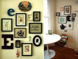 Resultado de imagem para parede com varios quadros