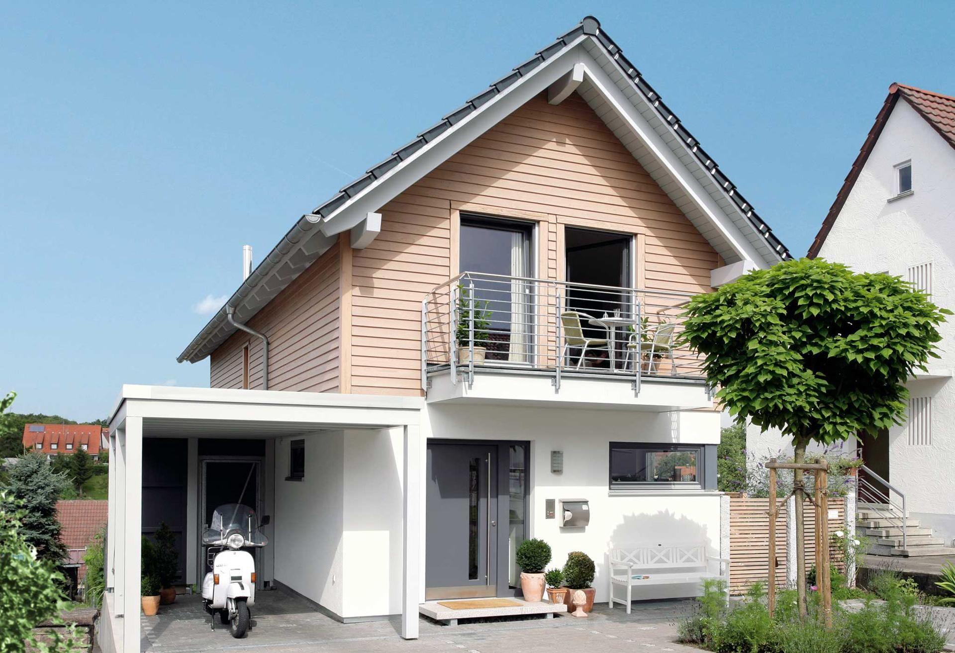 Schmales Hauskonzept Mit Carport Und Balkon Haus Schmales Grundstuck Schmales Haus Grundrisse Schmales Haus