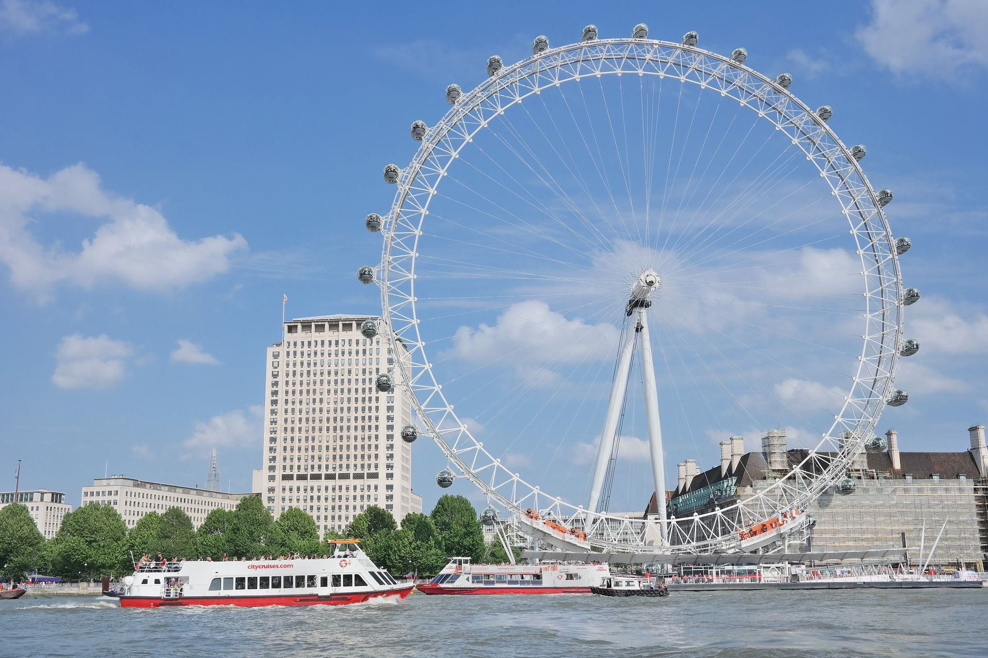 The CocaCola London Eye is centrally located in the heart of the capital, gracefully rotating over the River Thames