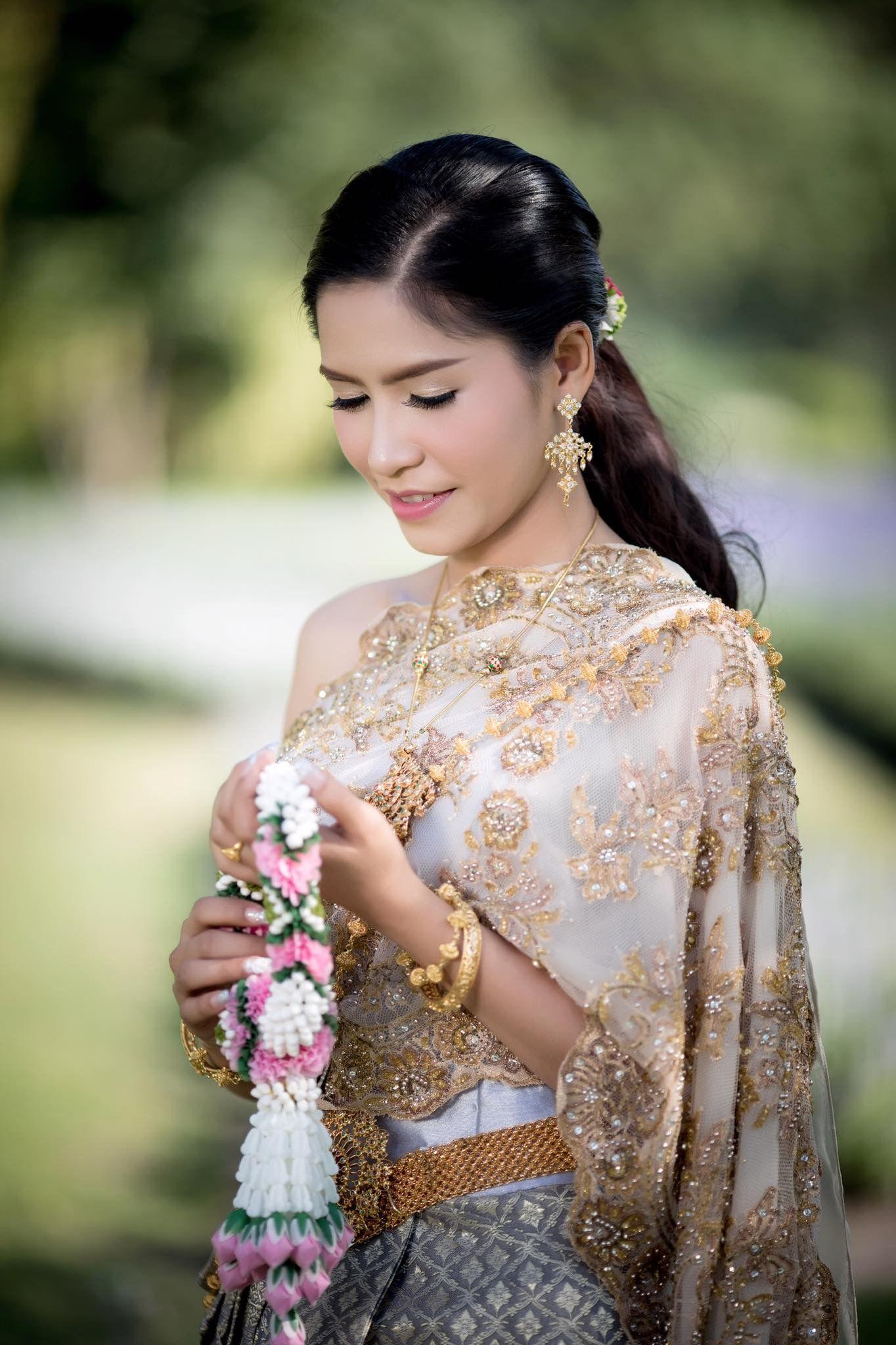 Pin by waroonsiri rutanawullop on very nice thai dress wedding