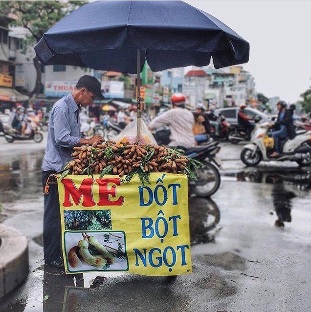 Tamarind vendor in Saigon. Photo via @quanh.ph