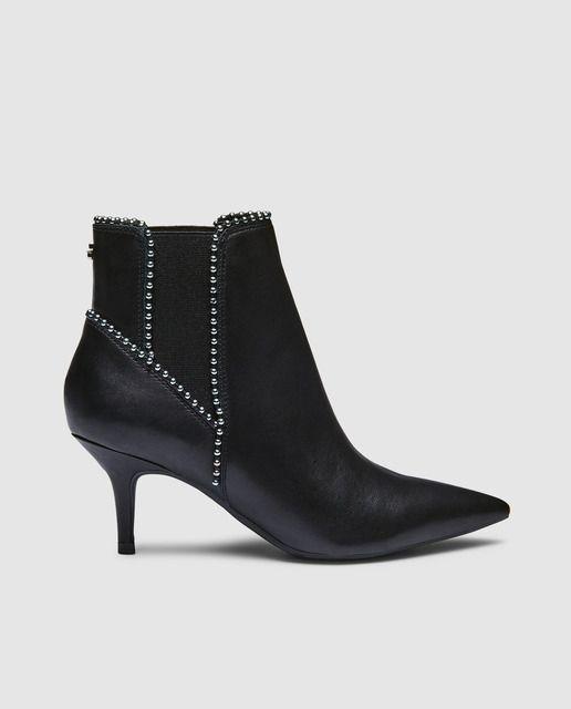 Botines de mujer Guess en negro con adorno de tachas