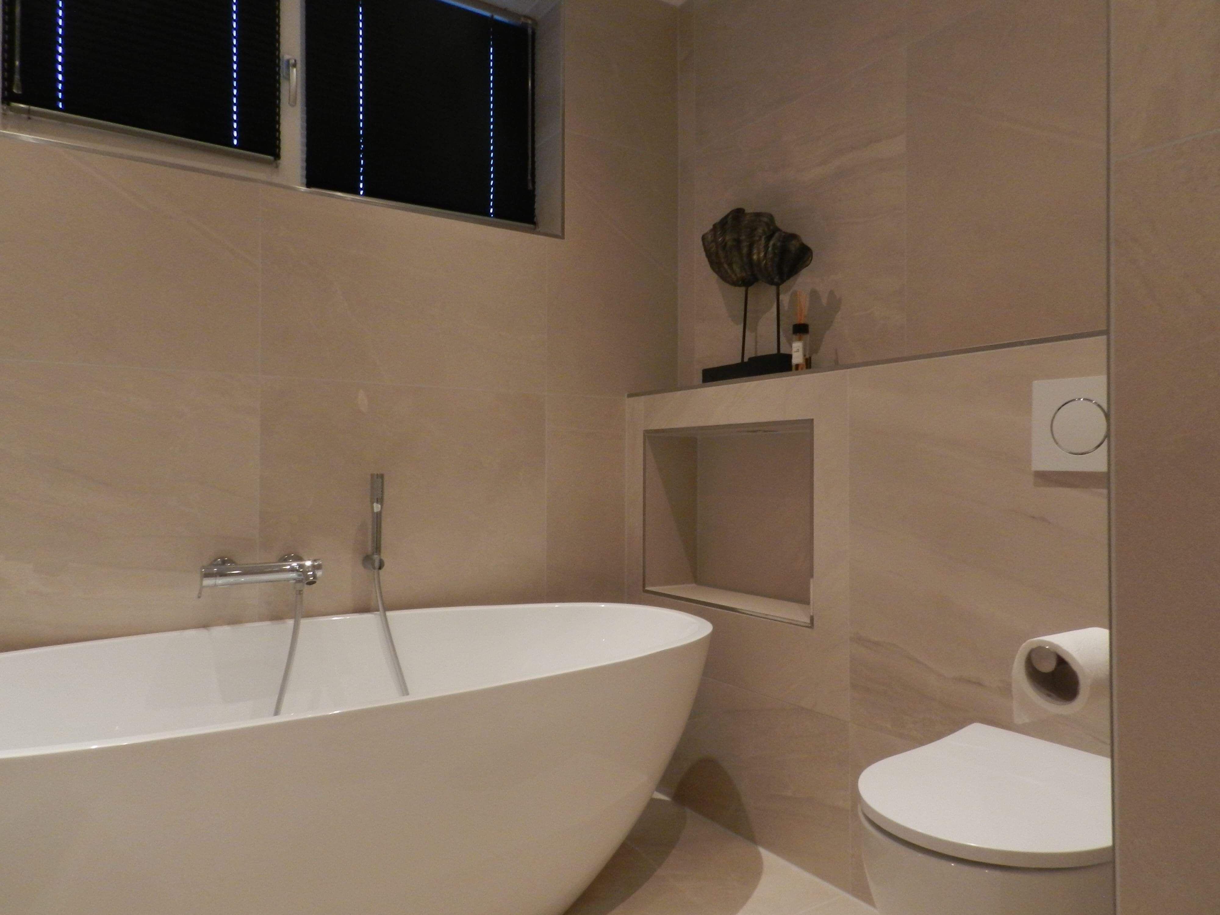 Badkamer Lichte Tegels : Strakke badkamer met lichte tegels stobastone in bathroom