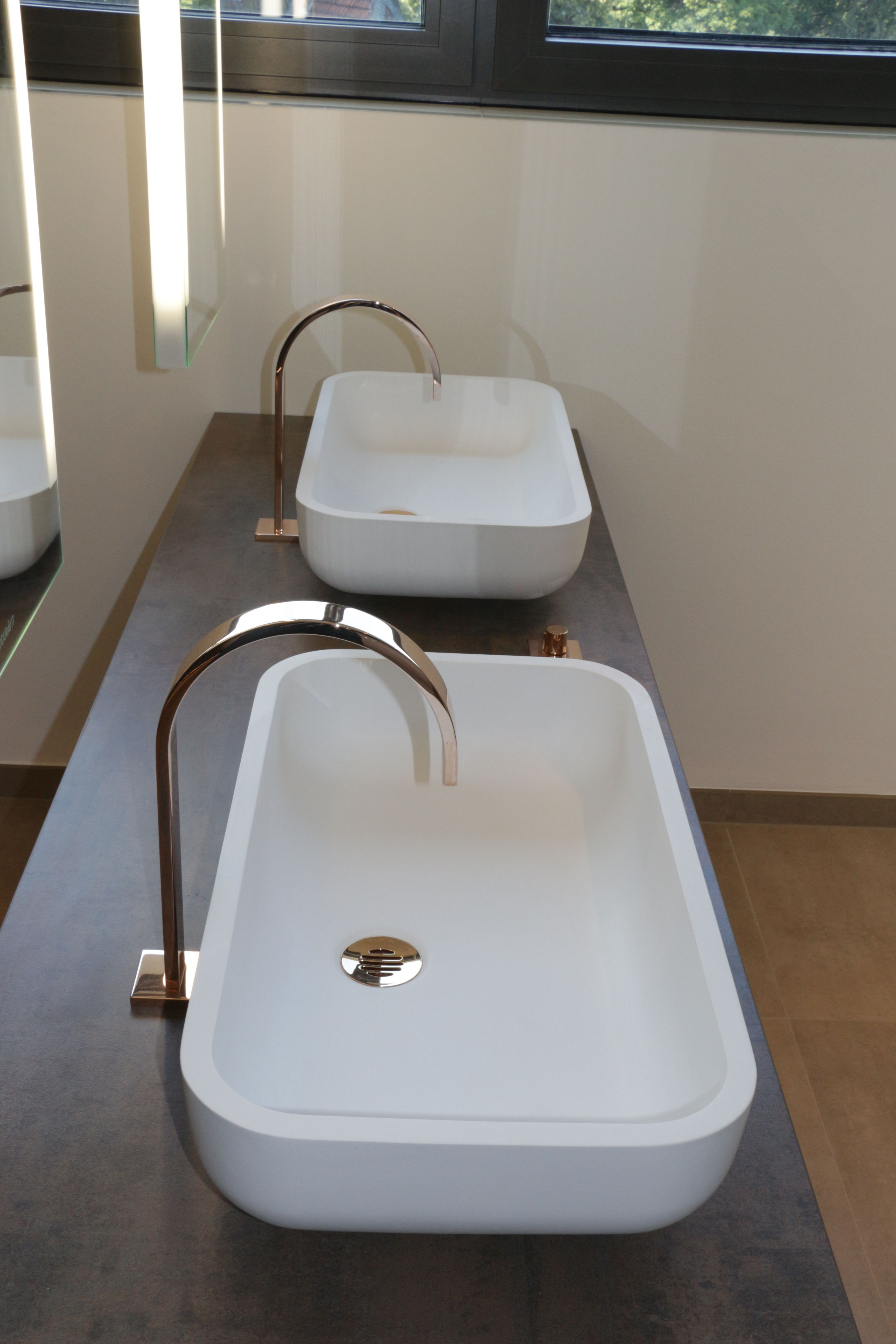 Moderne Waschtischkombination Waschtisch Aufstellbecken Wandfliesen Bodenfliesen Armatur Bad Badezimmer Gasteec Waschtisch Armaturen Bad Duscharmatur