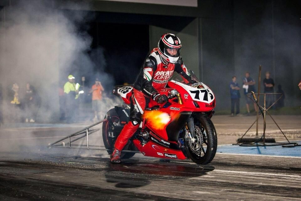 Wayne Patterson on | Ducati 749, Ducati and Racing bike