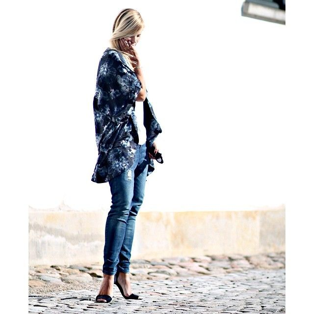 New blogpost up now #blue #outfit #ootd #kimono #jeans #sun