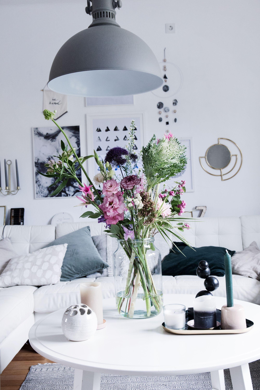 Aussergewohnliches Bloomon Bouquet Als Dekoration Im Wohnzimmer Bloomon Flowers Decoratewithflowers Deko Wohnzimmer Wohnzimmer Wohnzimmer