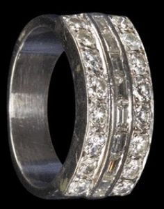 Elvis Wedding Ring ( 1967 ) Now In Display At Graceland.