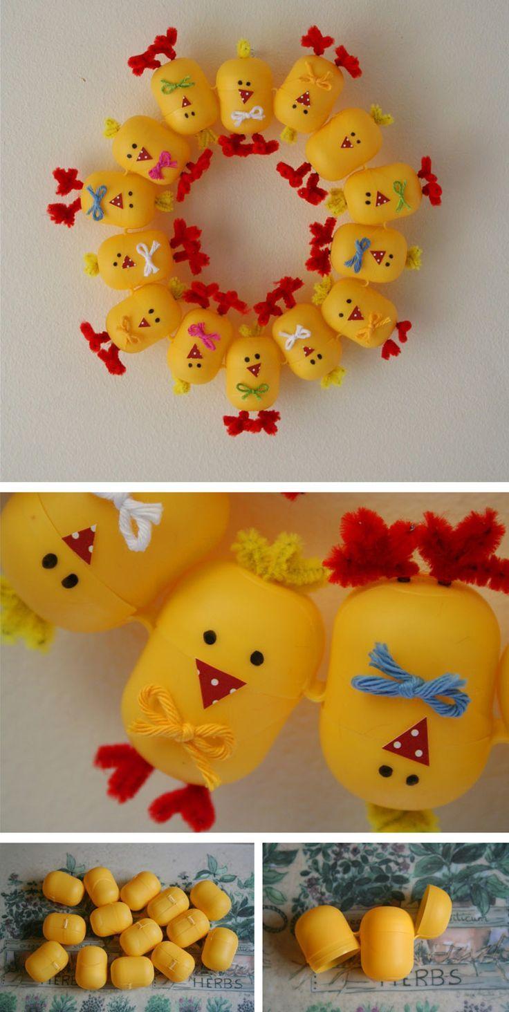 Corona de pollitos hecha con los frasquitos del huevo - Manualidades con envases ...