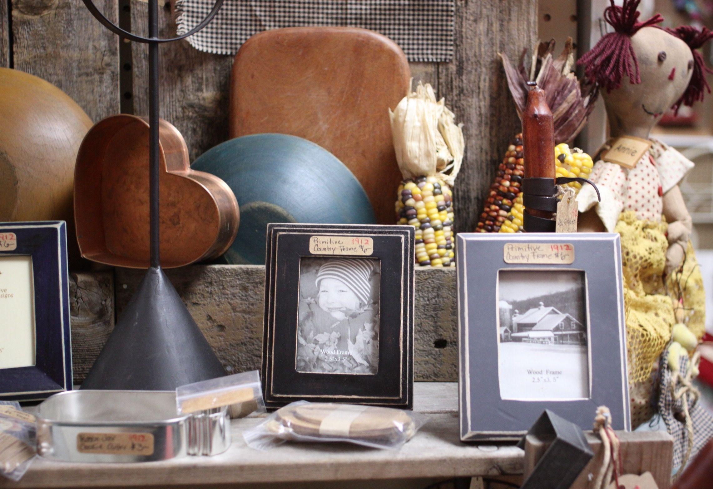 Photo Vignette Of Primitive Home Decor At Homestead Handcrafts, San Antonio,  Texas