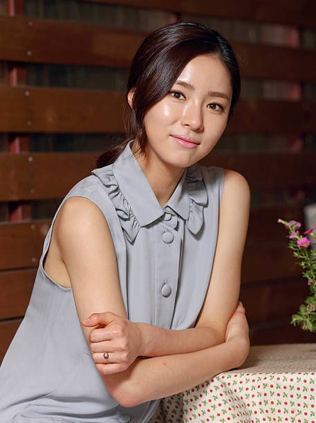 South Korean actress Jin Seo-Yeon bares beautiful breasts