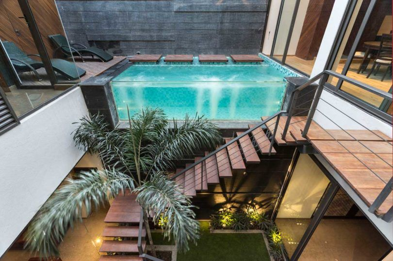 A House In Panchkula With Glass Walls And An Elevated Pool Pool Houses Glass Pool Architecture