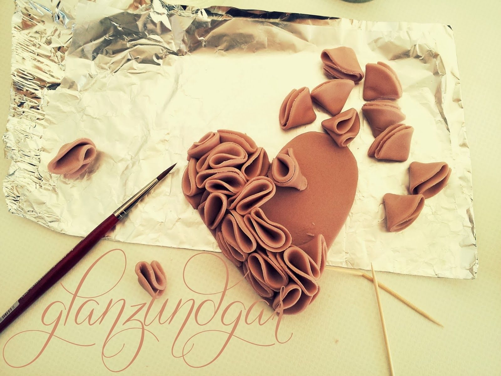 gum paste ruffled heart tutorial - how to make a ruffled heart cake topper - german -