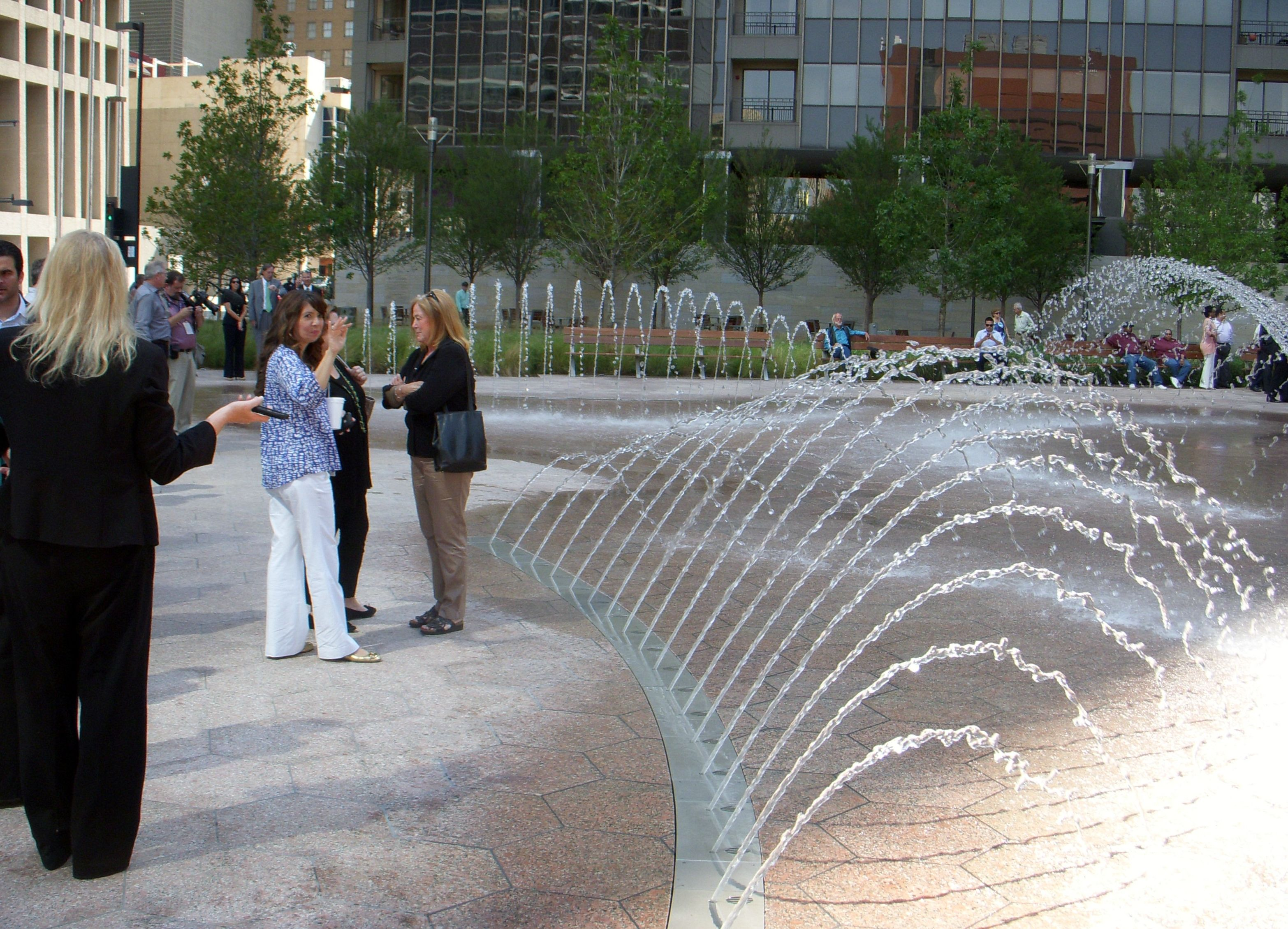 Water fountains dallas - Belo Garden In Downtown Dallas Dallas Texas Hargreaves Associates Www Fountainsdallas Com Water Fountainsdallas