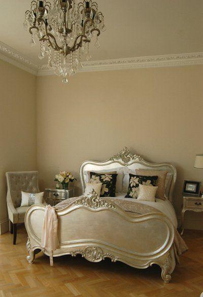 Si quieres darle un aspecto clásico a tu hogar la solución puede estar en optar por muebles de estilo francés. Es una forma automática de transformar nuestras habitaciones y sin dudas, tienes una variedad de posibilidades. Existen distintas empresas en el mercado que nos ofrecen estas opc