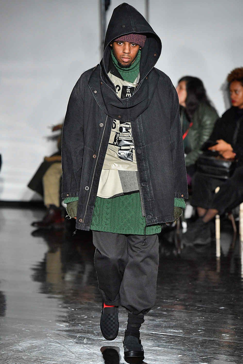 This Tasteless Nyfw M Collection Used Homeless People As Inspiration New York Fashion Week Men Fashion Homeless Clothes