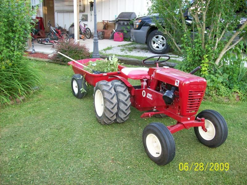 Wheel Horse Tractors Catching Up On A Little Yard Work