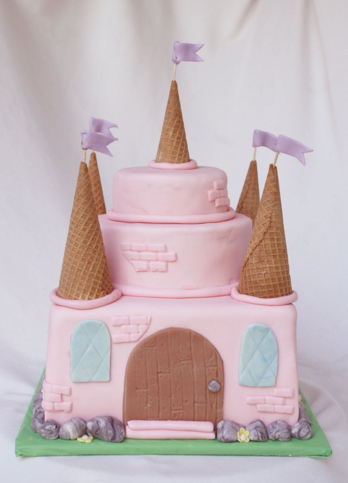 An Easy Pink Princess Castle Cake Princess Castle Cake And Easy