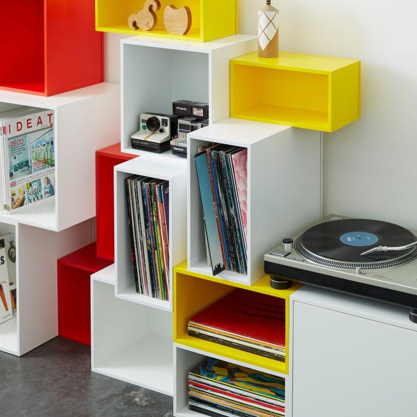 Buntes Stapelregal Mit Plattenspieler Regal Regalsystem Bucherregal Design