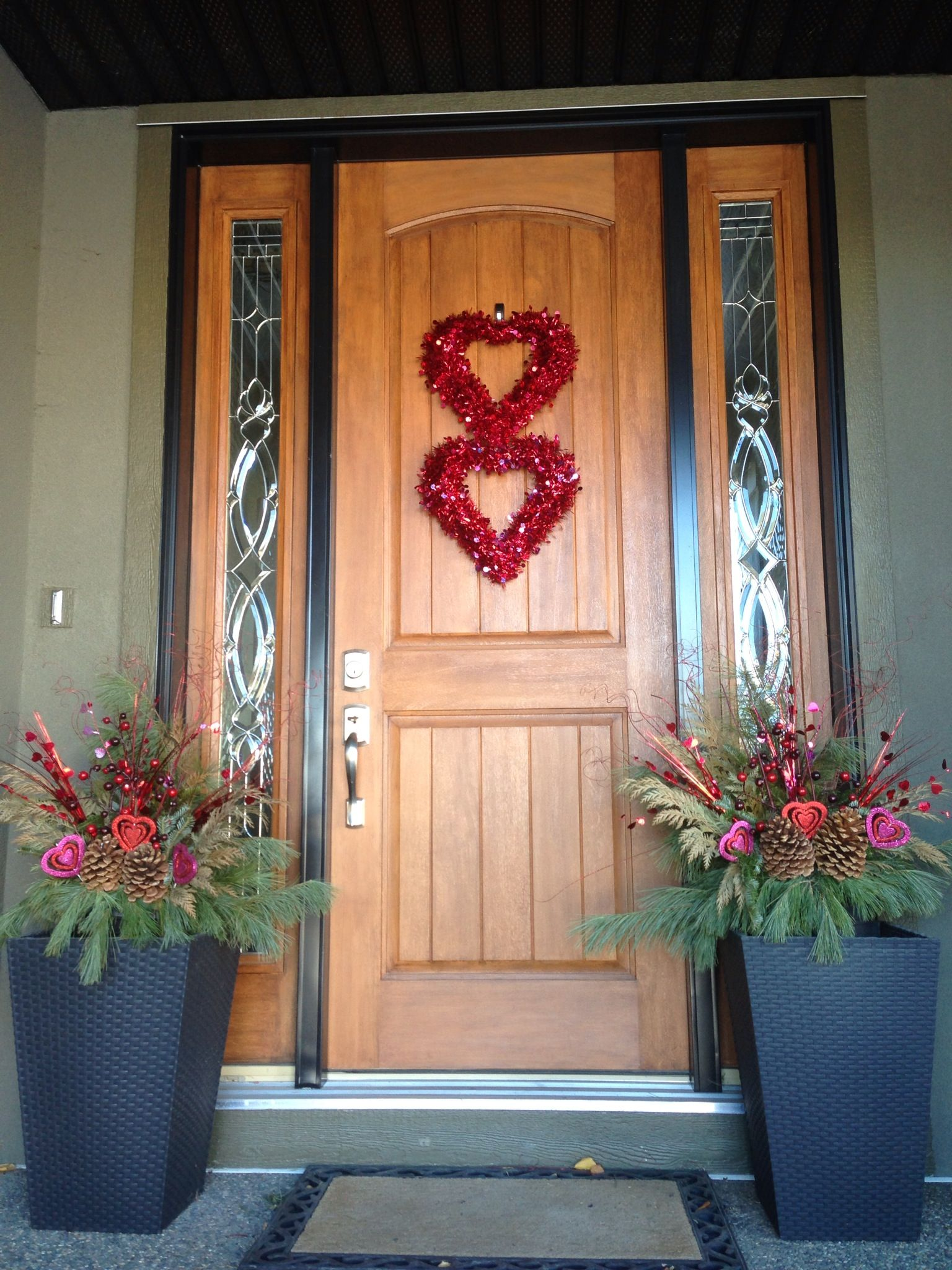 valentines outdoor decor using cheap stuff from michaels used two wreaths and tied them together - Valentine Outdoor Decorations