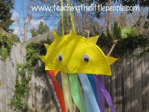 Teaching The Little People Paper Plate Sun and Rainbows...love the idea of using cut up plastic tablecloths as the  streamers  & Teaching The Little People: Paper Plate Sun and Rainbows...love the ...