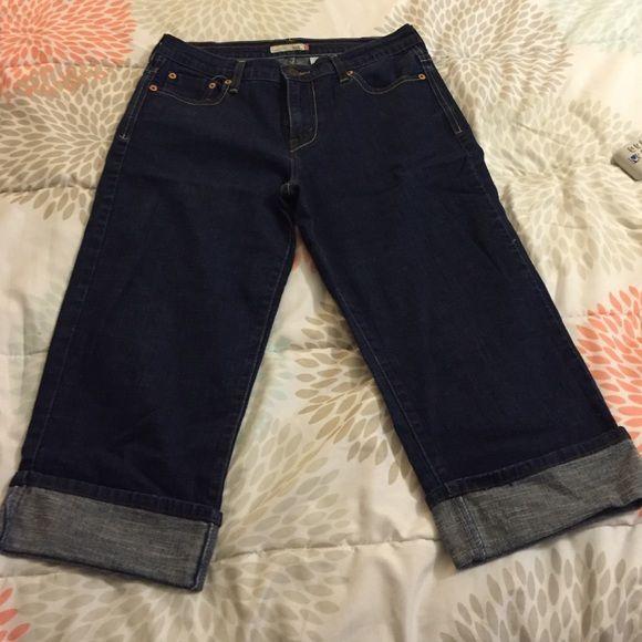 Great condition denim capris Worn a few times. Pockets in front and back Levis capri 515 Pants Capris
