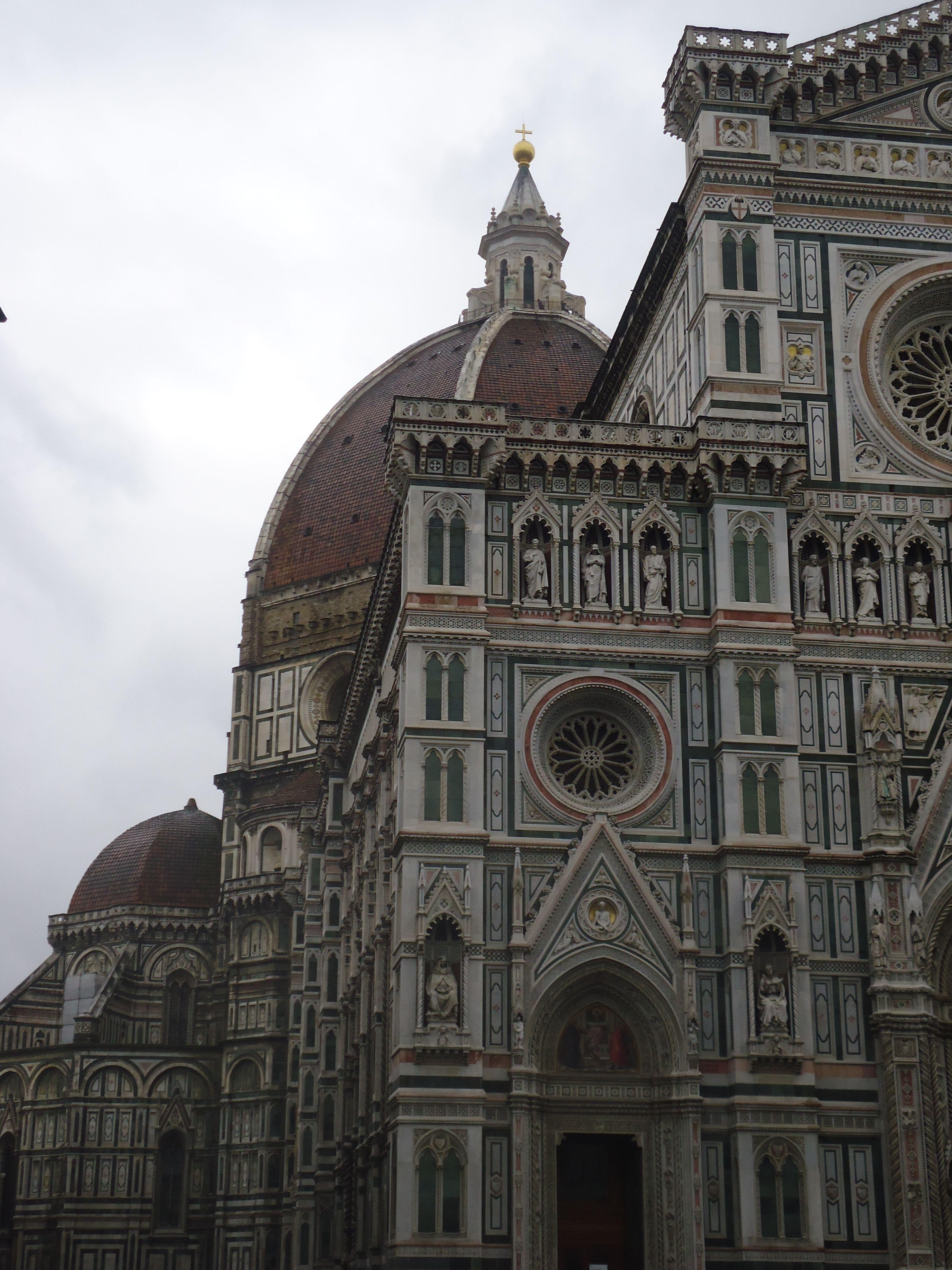 Florence. Skats uz Florences katedrāles ( Santa Maria del Fiore) kupolu, arhitekts F. Brunelleski.