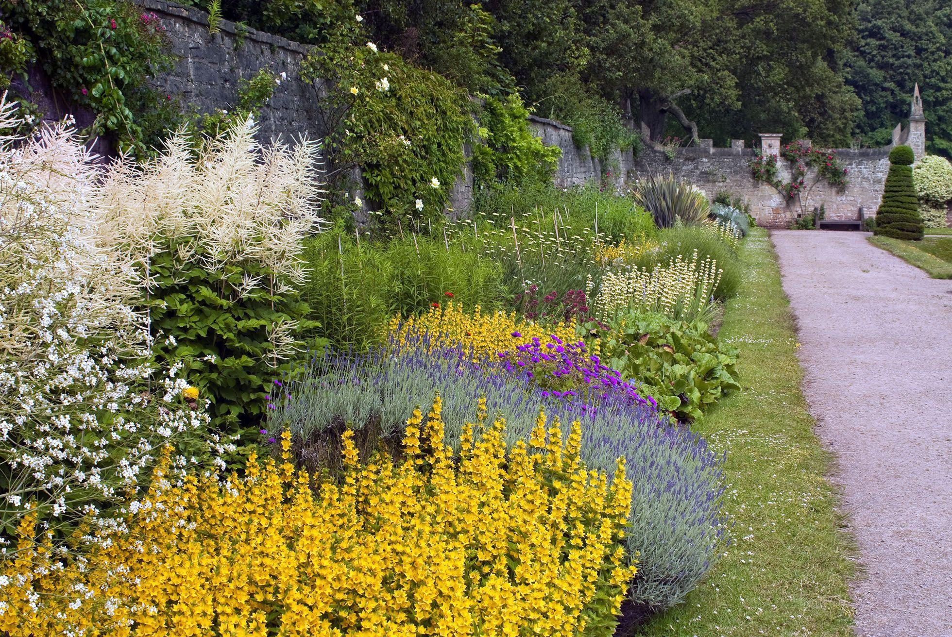30 Dreamy English Gardens That Feel Like A Fantasy English Garden Gardens Of The World Beautiful Gardens