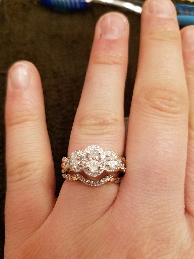 Perfect Vera Wang Forever Love And Custom Made Rose Gold Twisted Band At Zales Twisted Band Wedding Rings Engagement Rose Gold Engagement Ring