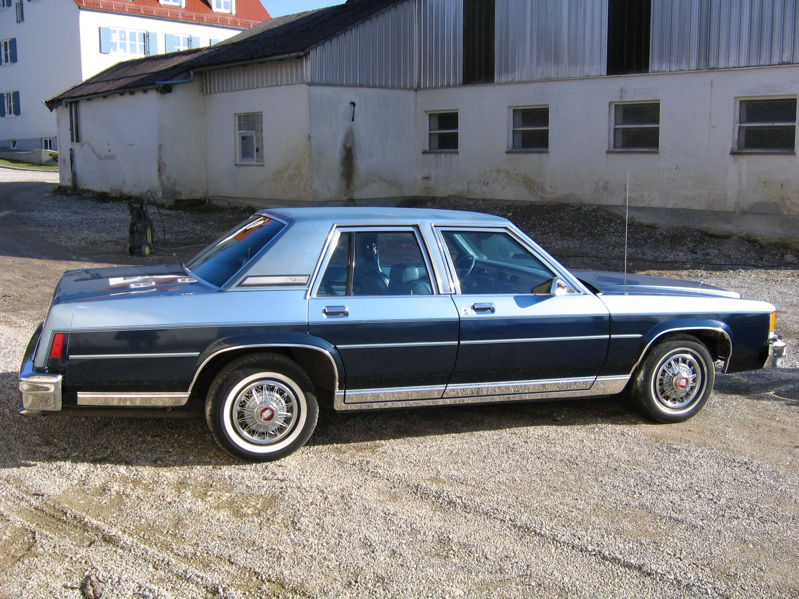 1979 Lincoln Continental Town Car Collector S Series In 1979 A Collector S Series Option Package Was Avail Lincoln Town Car Lincoln Cars Lincoln Continental