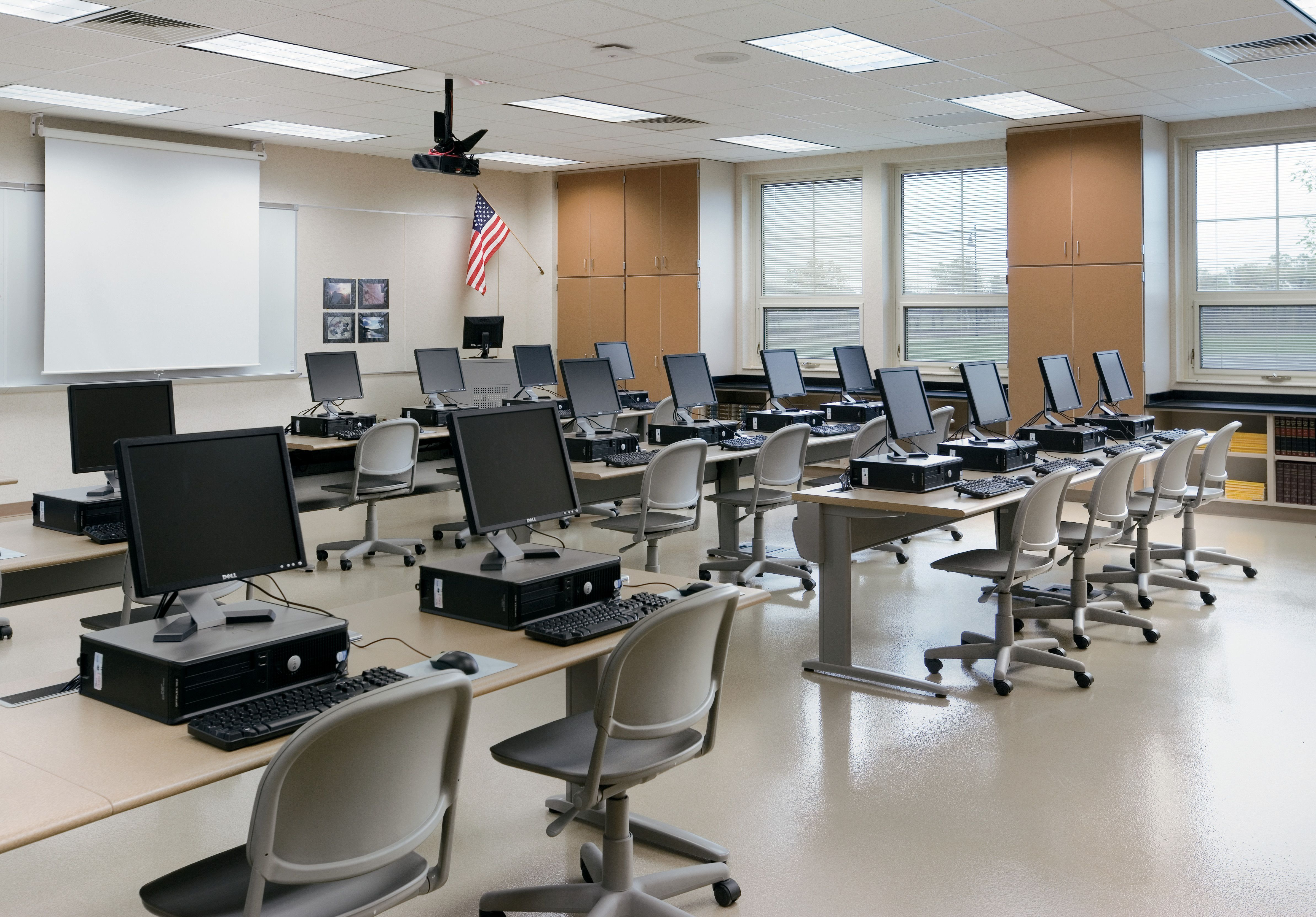 Computer Classroom Design Examples : Kay twelve great example of a computer lab design
