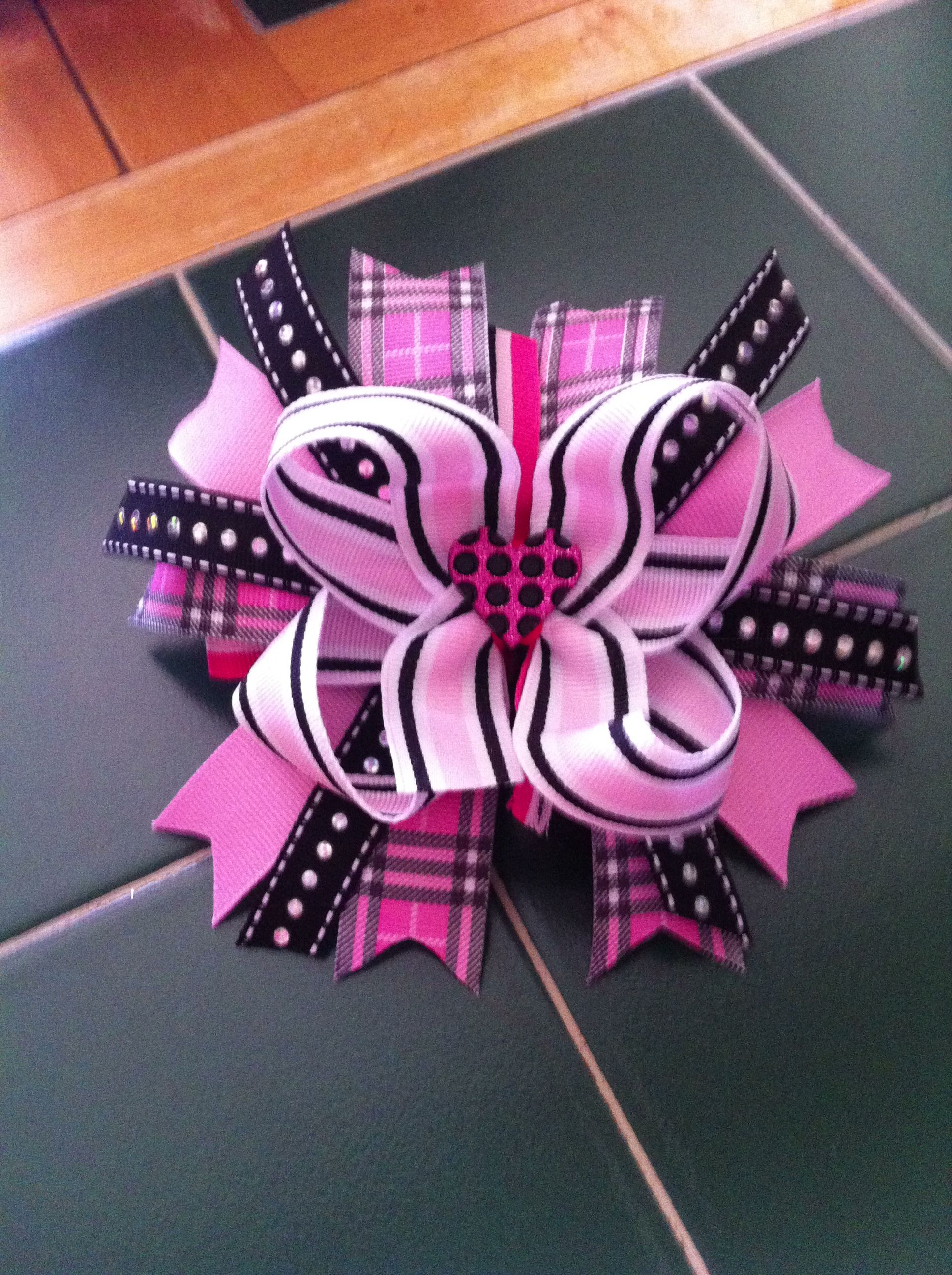 Pink and black stacked bow