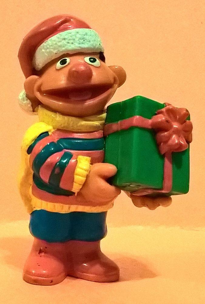 VINTAGE 1980's APPLAUSE MUPPETS ERNIE CHRISTMAS GIFT SESAME STREET PVC FIGURE  #Applause