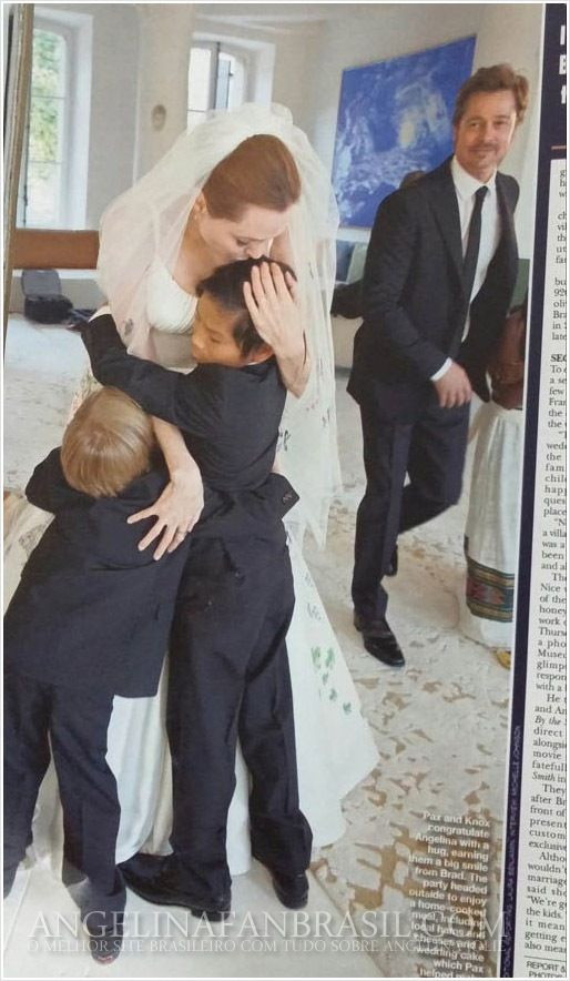 Inside Angelina Jolie And Brad Pitt S Wedding At Chateau Miraval Angelina Jolie Wedding Brad Pitt And Angelina Jolie Angelina Jolie Wedding Dress