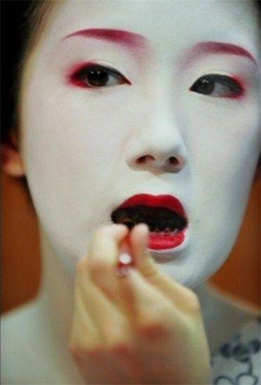 Ohaguro - The Japanese practice of blackening teeth | Black teeth, Memoirs of a geisha, Japanese geisha